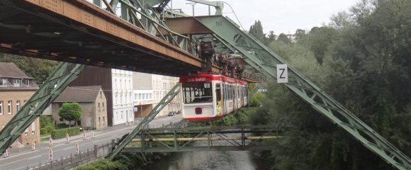 Wuppertal: Schwebebahn und Zoo