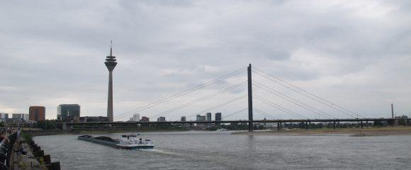 Düsseldorf: Unterwegs im Medienhafen